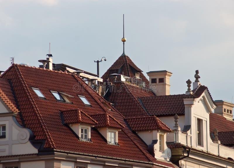 Betegelde daken van de oude stad Praag, Tsjechische Republiek royalty-vrije stock fotografie