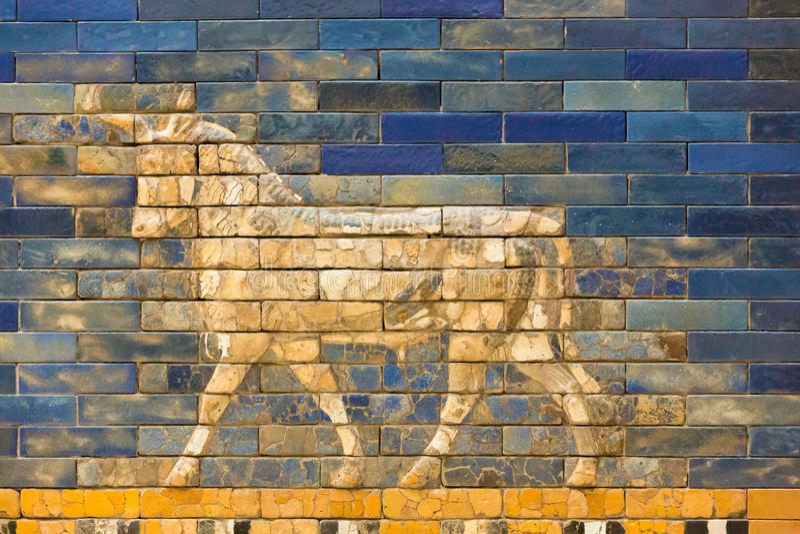 Betegelt Patroon van Babylon ` s de Ishtar-Poort binnen het Pergamon-Museum Pergamonmuseum, Berlijn, Duitsland - 6 Februari 2016 stock afbeelding