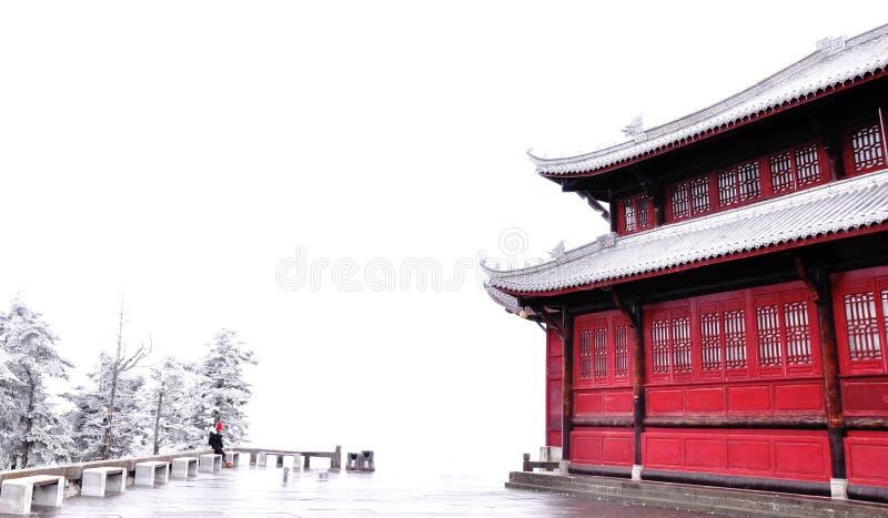 Beten Sie für den Tempel nach dem ersten Schnee stockbild