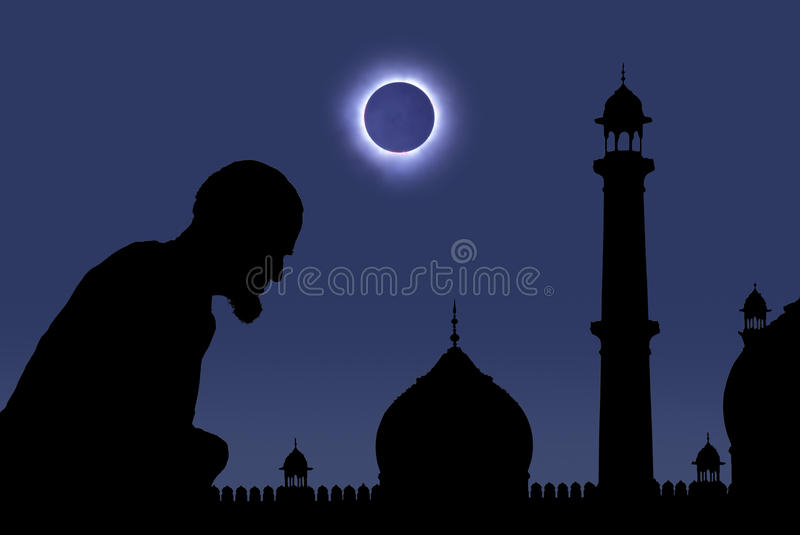 Beten während der Eklipse lizenzfreie stockfotos