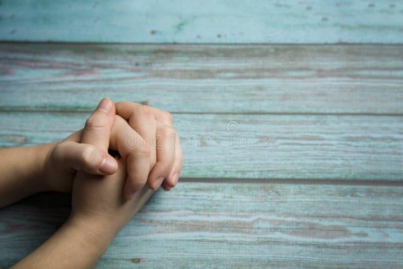 Betende Hände stockbilder