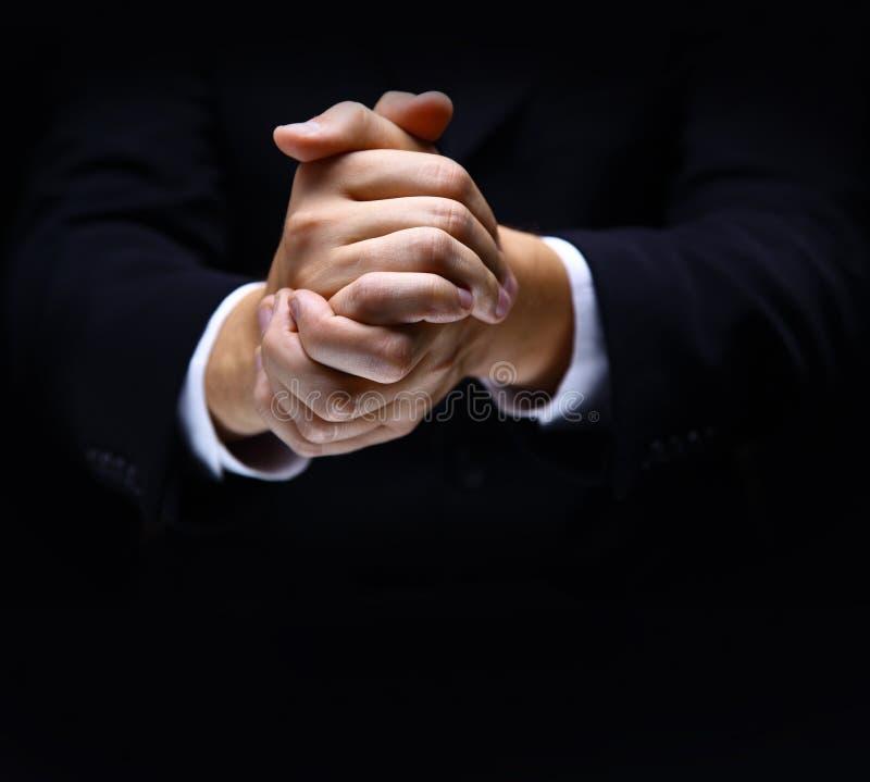 Betende Hände auf Schwarzem lizenzfreie stockfotografie