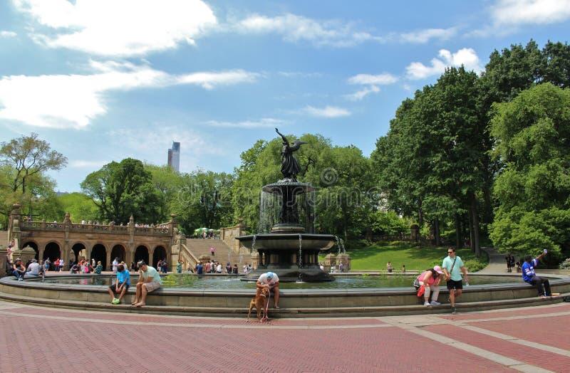 Download Bethesda Fountain, Central Park Redactionele Foto - Afbeelding bestaande uit bethesda, fontein: 54083486