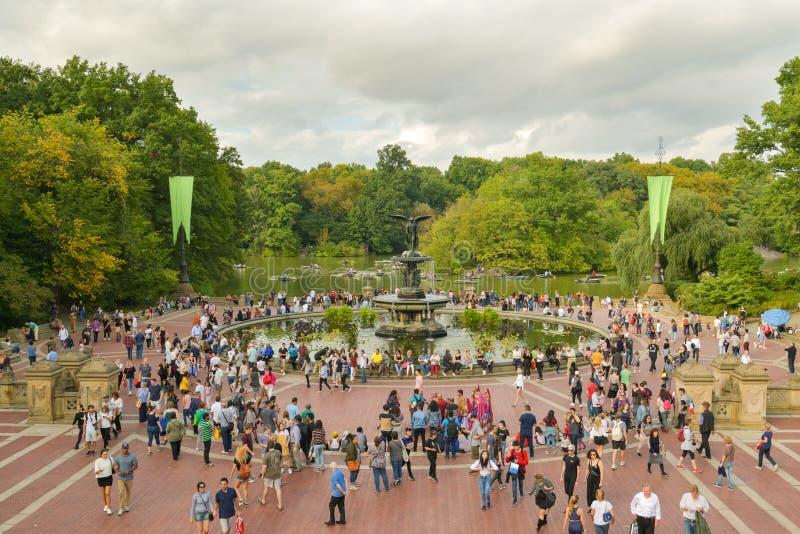Bethesda Terrace atestada en Central Park, New York City imagen de archivo libre de regalías