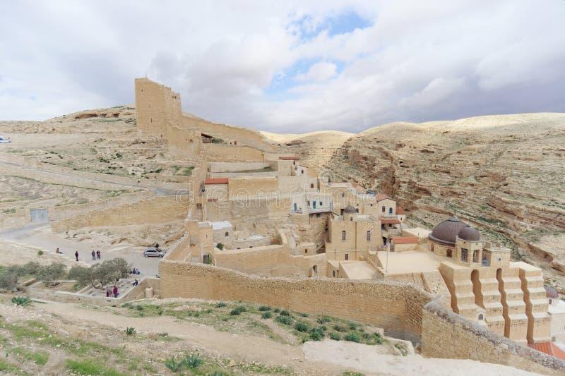 Bethlehem, Israel - 14 de fevereiro 2017 A vista do Lavra de Sawa santificou no deserto de Judean imagens de stock royalty free