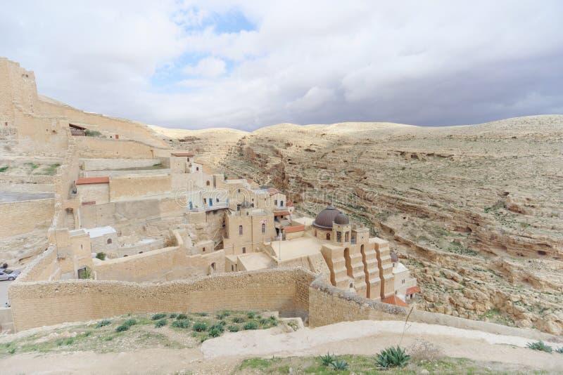 Bethlehem, Israel - 14 de fevereiro 2017 A vista do Lavra de Sawa santificou no deserto de Judean fotografia de stock royalty free
