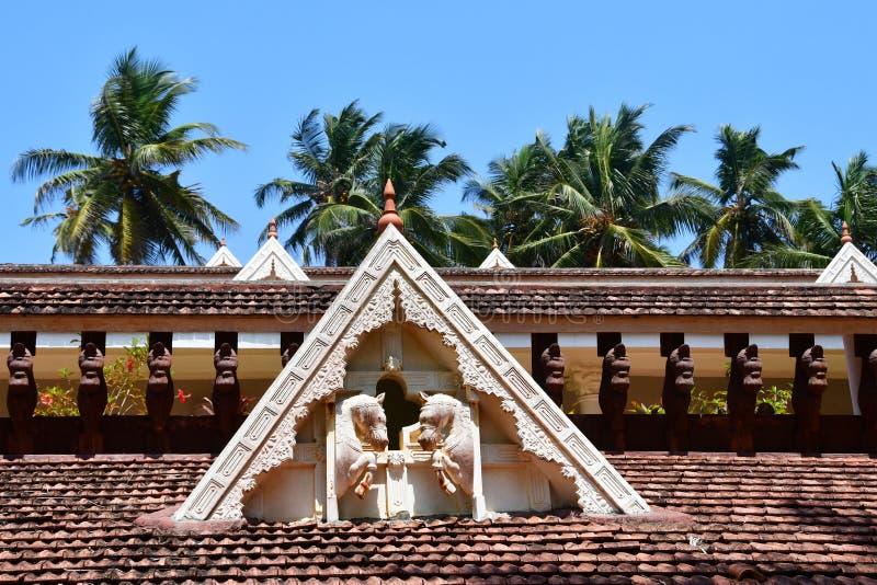 Bethsaida, Kerala, India, 09 Maart, 2019 De elementen van daken van de plattelandshuisjes in Bethsaida-Kluis in Kerala royalty-vrije stock foto