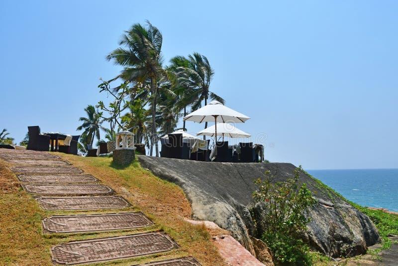 Bethsaida Kerala, Indien, mars, 09, 2019 Restaurang p? kusterna av det indiska havet p? den Ayurvedic semesterortBethsaida eremit royaltyfria bilder