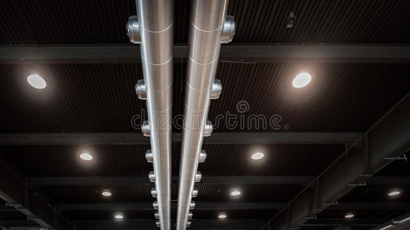 Betingande system för luft av en modern industribyggnad royaltyfri bild