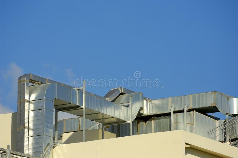 Betingande system för luft på ett tak arkivfoto