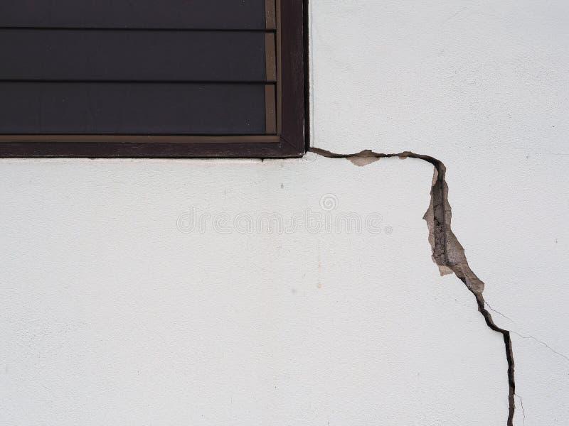 Beton dat van de overstroming van effect is gebarsten stock foto