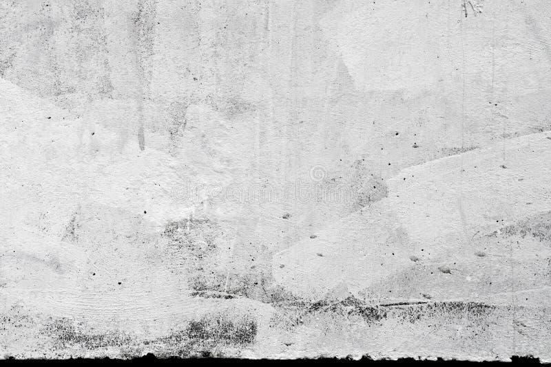 Betonmauerbeschaffenheit mit Pflaster und Lack lizenzfreies stockbild
