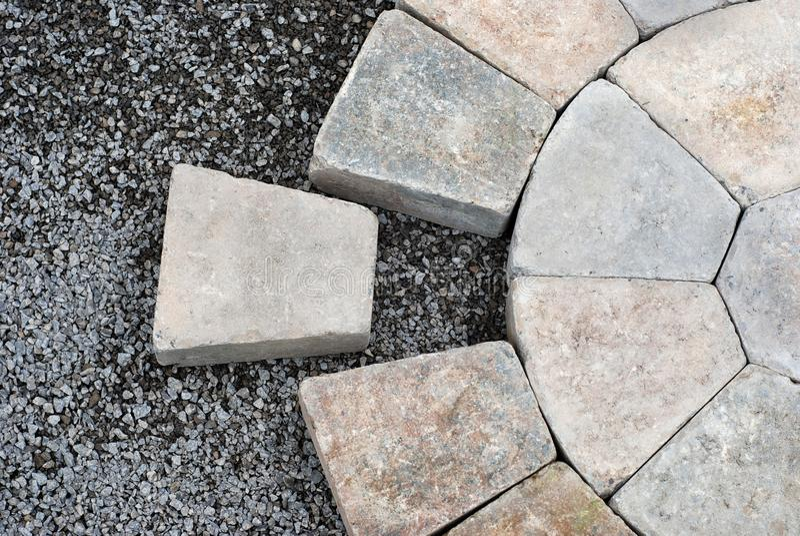 Betonmolens in een cirkelpatroon stock afbeeldingen