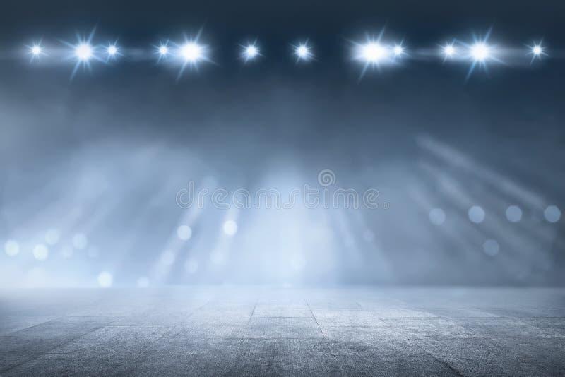 Betonowa podłoga z białej lampy światłem reflektorów obrazy royalty free