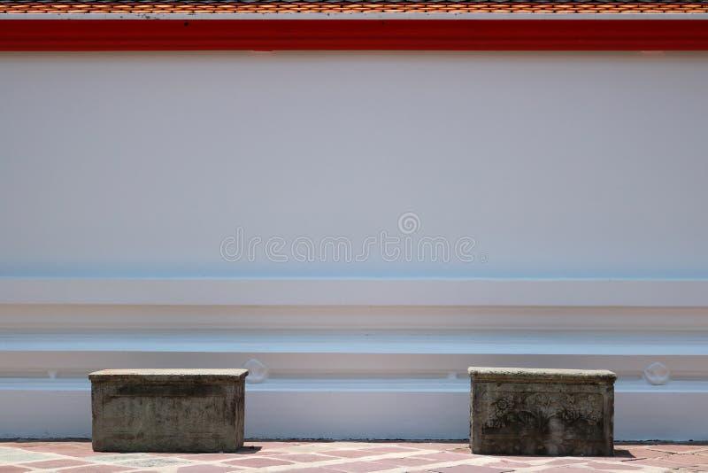 Betonowe ławki i dachowa płytka zdjęcia royalty free
