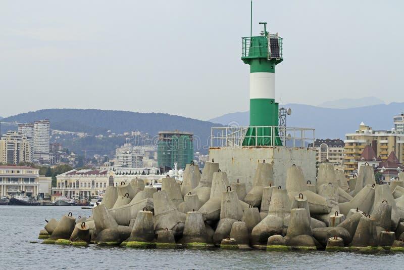 Betonowe nabrzeżne fortyfikacje w porcie morskim Sochi obraz stock