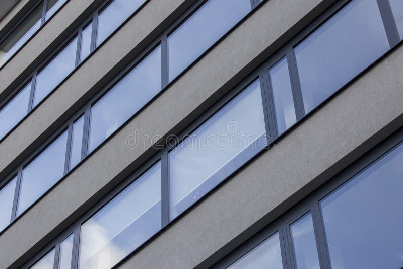 Betonowy i szklany budynek w Prag fotografia stock