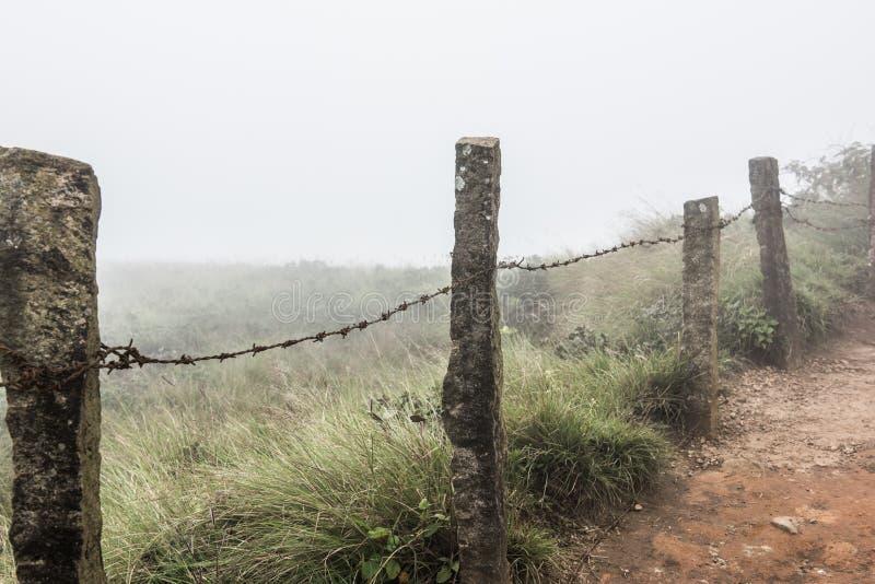 Betonowy ogrodzenie na wzgórzach zdjęcie stock