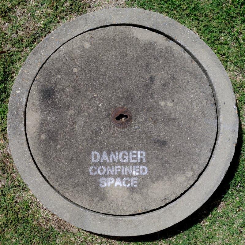 betonowy okładkowy manhole zdjęcie royalty free