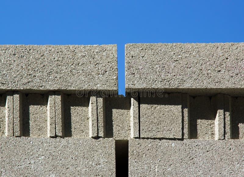 Download Betonowy sięgacz zdjęcie stock. Obraz złożonej z gruz - 28969420