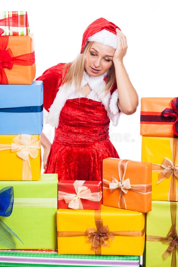 Betonte Weihnachtsfrau mit Geschenken stockfoto