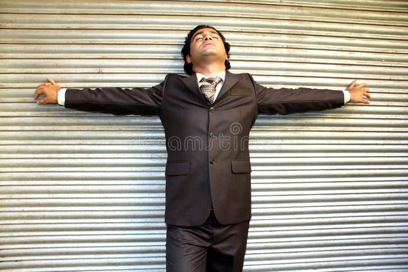 Betonter indischer Geschäftsmann stockbild