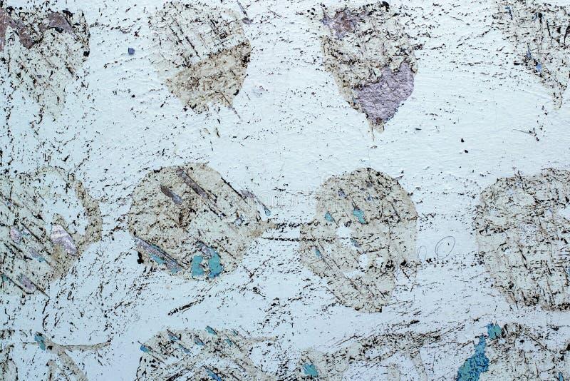 Betonwand mit abgenommener alter Farbe und Kalkschicht mechanisch schließen lizenzfreie stockfotografie