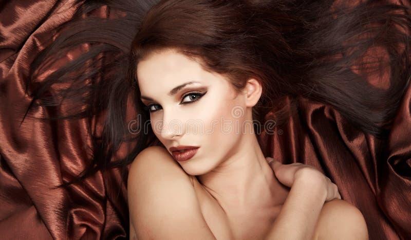 Betoverende Vrouw. Een portret van een betoverende vrouw stock afbeeldingen