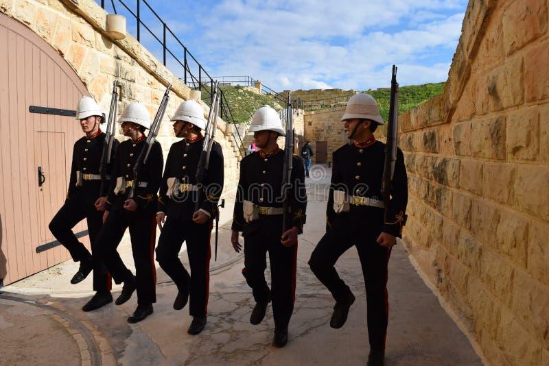 Beträffande-lag av brittisk viktoriansk soldatdrillborrövning på fortet Ricasoli, Malta arkivbild