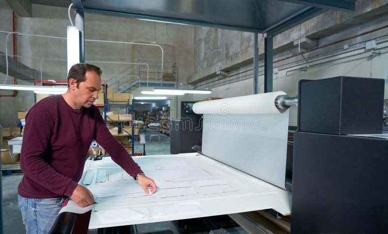 Betreibermann der Kalenderübergangsmaschinellen Herstellung lizenzfreies stockfoto