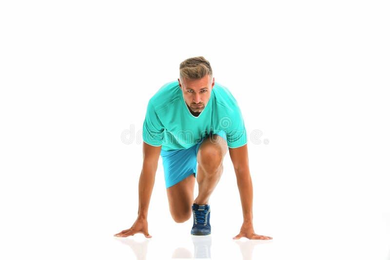 Betriebsbereite unver?nderliche gehen Mannsportleranfangslaufen Hübscher starker Kerl des Läufers lokalisiert auf Weiß Trainingst lizenzfreie stockfotos