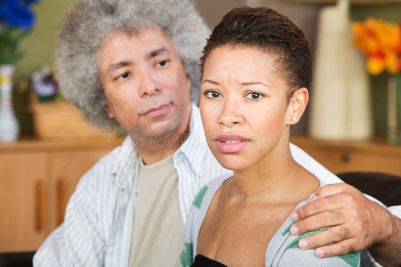 Betrokken Vrouw met Echtgenoot stock foto's