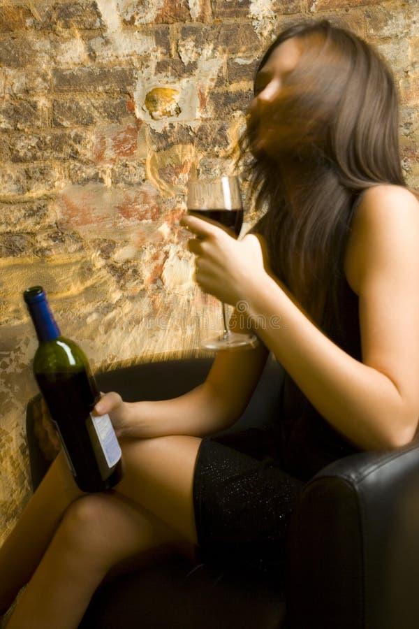 Betrunkene Dame lizenzfreies stockbild
