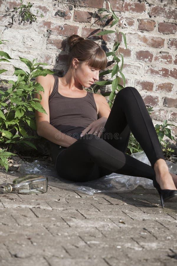 Betrunkene Frau lizenzfreies stockbild