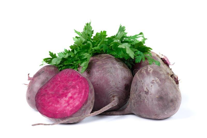 Betteraves rouge foncé organiques, sur un fond blanc Frais, propre et légumes crus Concept sain photographie stock libre de droits