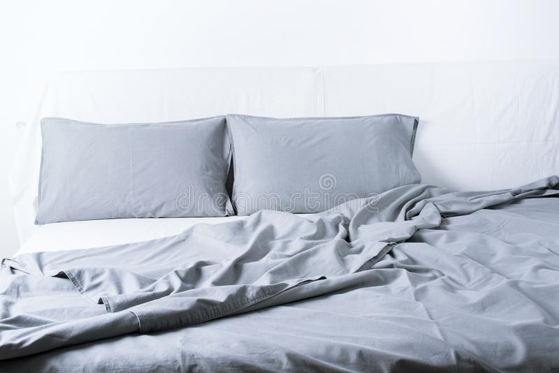 Bett Decken Konzept : Bettwäsche blatt kissen bettdecken bett konzept innenraum stockfoto