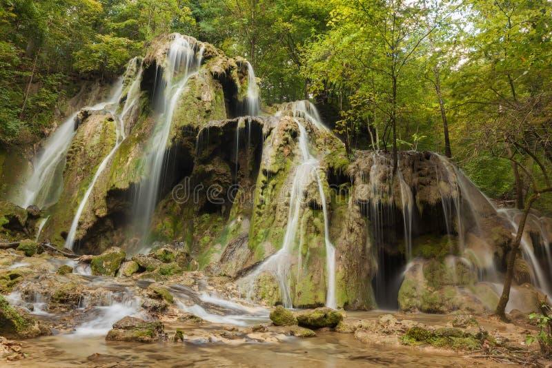 BeuÈ™niÈ› een waterval stock afbeeldingen