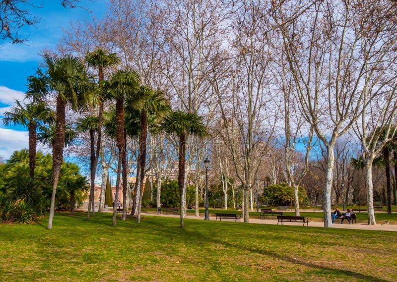 Beuatiful-Park an Debod-Tempel in Madrid lizenzfreie stockfotografie