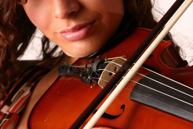 Beugen einer Violine lizenzfreie stockfotos