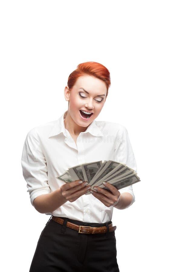 Beundra affärskvinna som räknar pengar arkivfoto