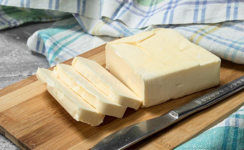 Beurre avec une serviette photos stock