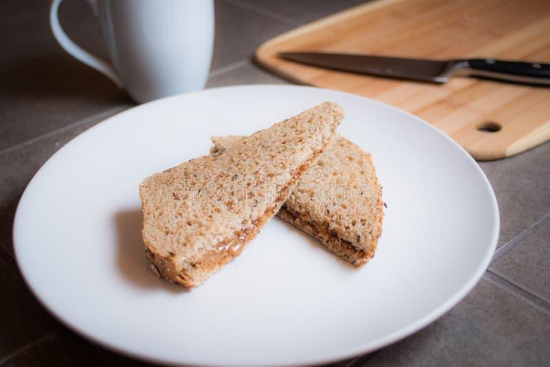 Beurre d'arachide et sandwich à gelée photo libre de droits