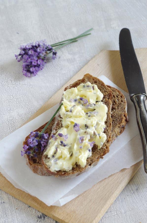 Download Beurre de lavande photo stock. Image du goût, fleur, lait - 76088028