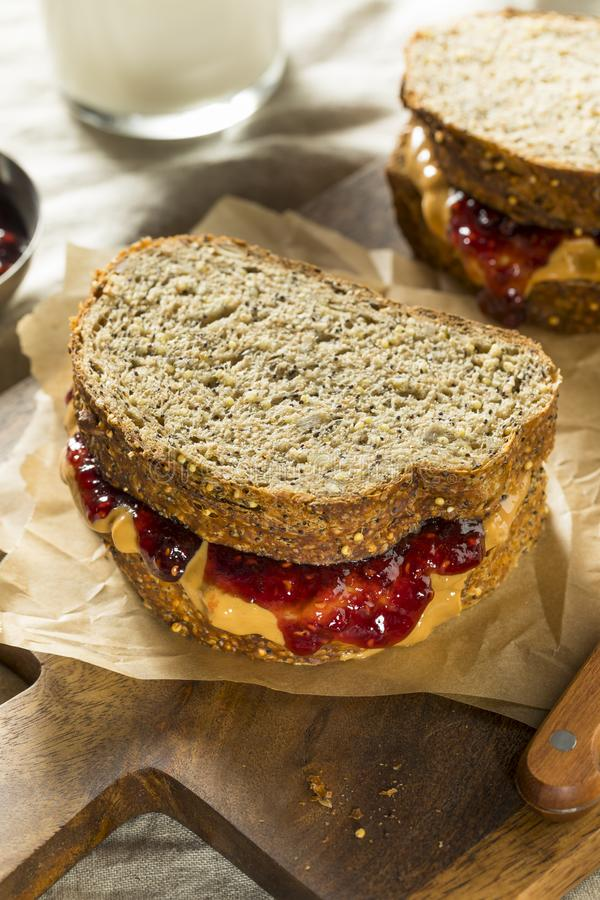 Beurre et Jelly Sandwich d'arachide gastronomes faits maison doux photos stock