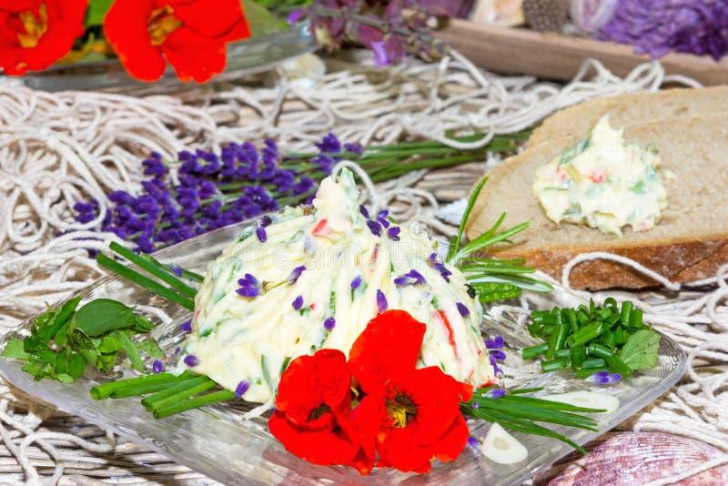 Beurre persillé délicieux images libres de droits