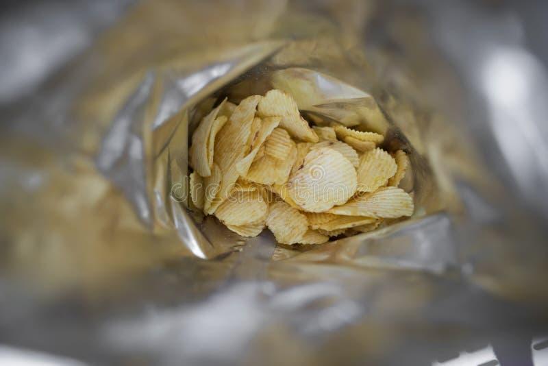 Beutel der Kartoffelchips stockfoto