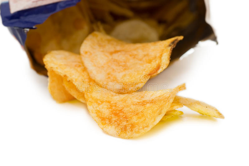 Beutel der Kartoffelchips, getrennt auf Weiß lizenzfreies stockfoto