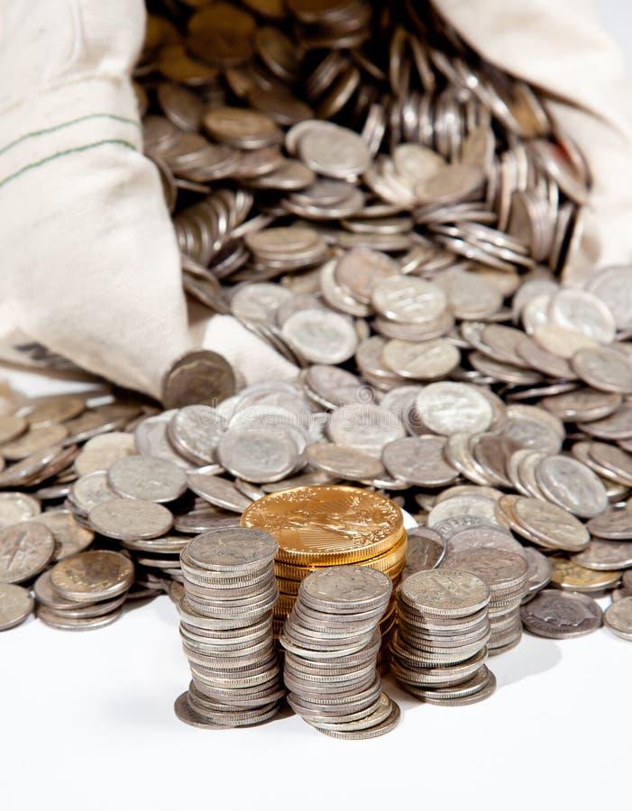 Beutel der Silber- und Goldmünzen stockbild