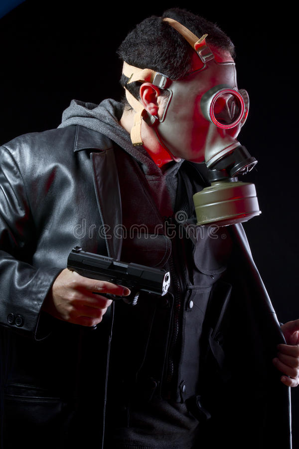 Download Beväpnad Man Med Gasmasken Och Trycksprutan Arkivfoto - Bild av hjälm, armerar: 27277184