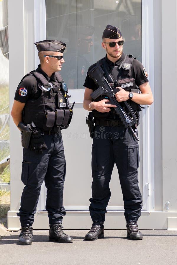 Beväpnade polismän för franska royaltyfri bild